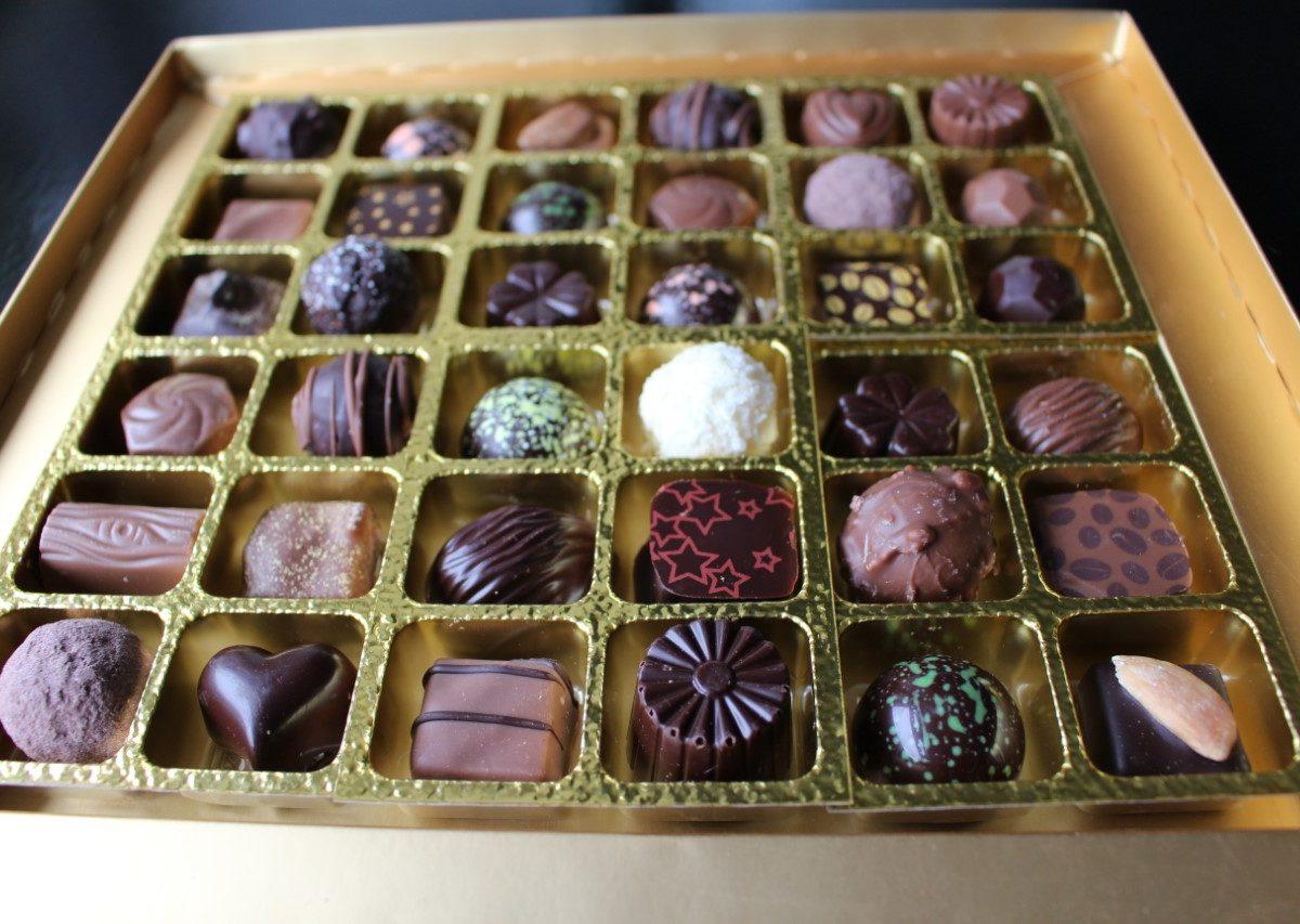 Lorge Chocolate Box 36 inside
