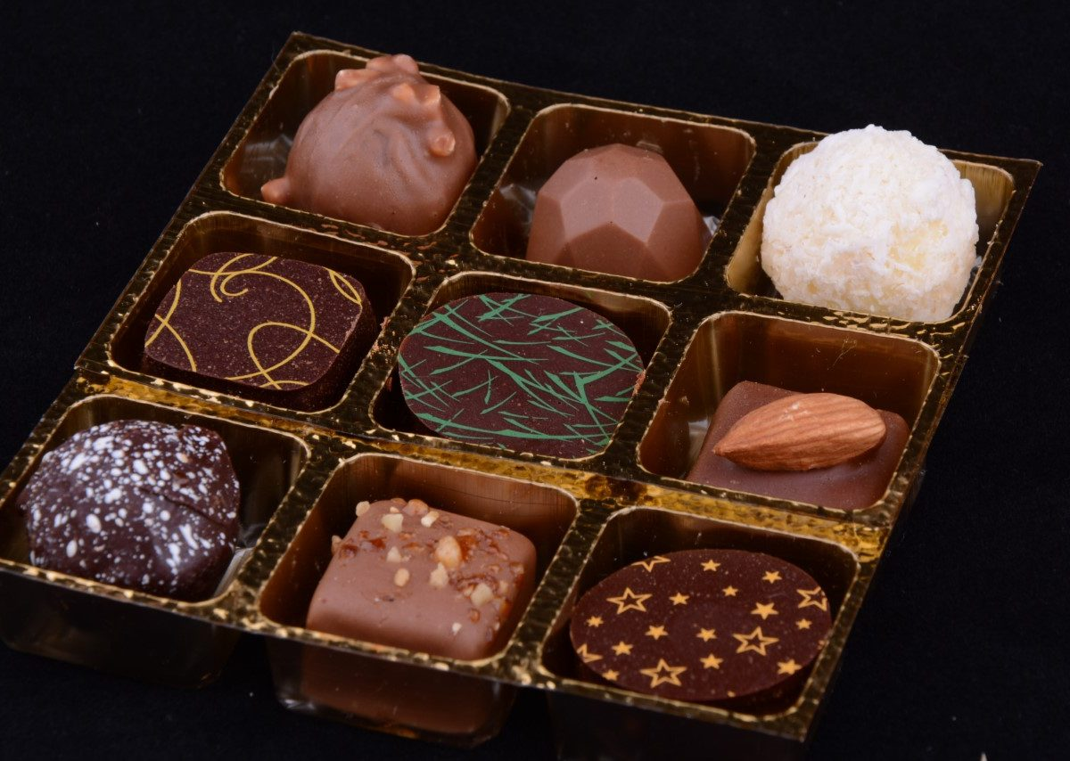 Lorge Chocolate Box 9 inside