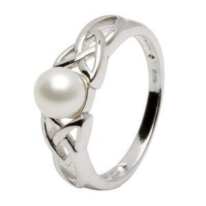 Irish Trinity Knot Pearl Ring